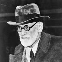 Austrian psychoanalyst Sigmund Freud arrives in Paris from Vienna on on Aug. 5, 1938. | AFP-JIJI