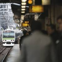 Stay in the clear: A JR East train approaches a Tokyo station platform on Nov. 13. | BLOOMBERG