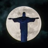 Icon: The moon sets behind the Christ the Redeemer statue on Mount Corcovado in Rio de Janeiro last May. | AFP-JIJI