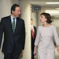 Hiroshi Oe, Japan's deputy chief negotiator for the Trans-Pacific Partnership, walks with acting Deputy U.S. Trade Representative Wendy Cutler before their talks in Tokyo on Tuesday.   KYODO