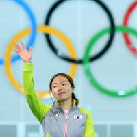Lee wins gold in women's 500 meters