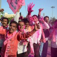 Supporters of the Telangana Rastra Samithi party shout slogans in Hyderabad, India, on Tuesday to celebrate the planned creation of the state of Telangana. Lawmakers in the lower house voted to pass a controversial bill creating what will be India's 29th state in New Delhi earlier in the day. | AFP-JIJI