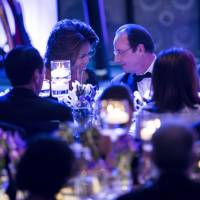 Cozying up: First lady Michelle Obama and French President Francois Hollande schmooze during a state dinner at the White House on Tuesday in Washington. | AFP-JIJI