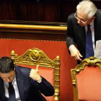 Newly appointed Italian Prime Minister Matteo Renzi (left) gestures to former Italian Prime Minister Mario Monti during a debate ahead of a confidence vote at the Italian Senate in Rome on Monday. | AFP-JIJI