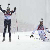 Svendsen holds off Fourcade for 15-km mass start biathlon triumph