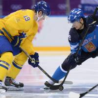 Sweden defeats Finland in hockey semifinals