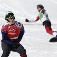Samkova dominates in women's snowboardcross