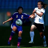 Nahomi Kawasumi battles for the ball against Germany's Linda Bresonik during the Algarve Cup final on Wednesday at Faro, Portugal. Germany whipped Japan 3-0.  | AFP-JIJI