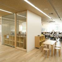 Space counts: For the interior of Teikyo Elementary School, architect Kengo Kuma has embraced an open-plan design that allows a general level of noise to permeate the classrooms. This kind of design is said to alleviate nervousness. | TAKUMI OTA PHOTOGRAPHY