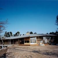 Grade curve: Architect Ben Nakamura says he didn't want to use straight lines for Nanasawa Kibounooka Elementary School because they do not occur in nature. | KOUJI HORIUCHI