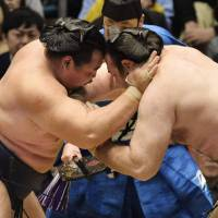 Kakuryu prevails against Kotooshu