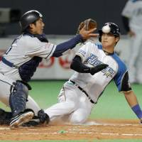 Anything you can do: Shohei Otani (right) will again pull double-duty for the Fighters. | KYODO