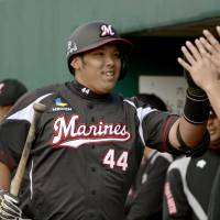 Grain of salt: Rookie infielder Seiya Inoue has gotten off to a good start for the Marines during the spring. | KYODO