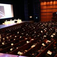 Hundreds of attendees listen to a panel discussion at 13th JIPA IP Symposium.   JIPA