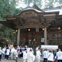 Pilgrims on Monday pay a visit to Tairyuji Temple, a national historic landmark, in Anan, Tokushima Prefecture. It is one of the 88 temples on the 1,400-km Shikoku Pilgrimage. | KYODO
