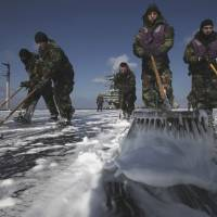 Stakes high as ailing U.S. Navy sailors take on Tepco over Fukushima fallout