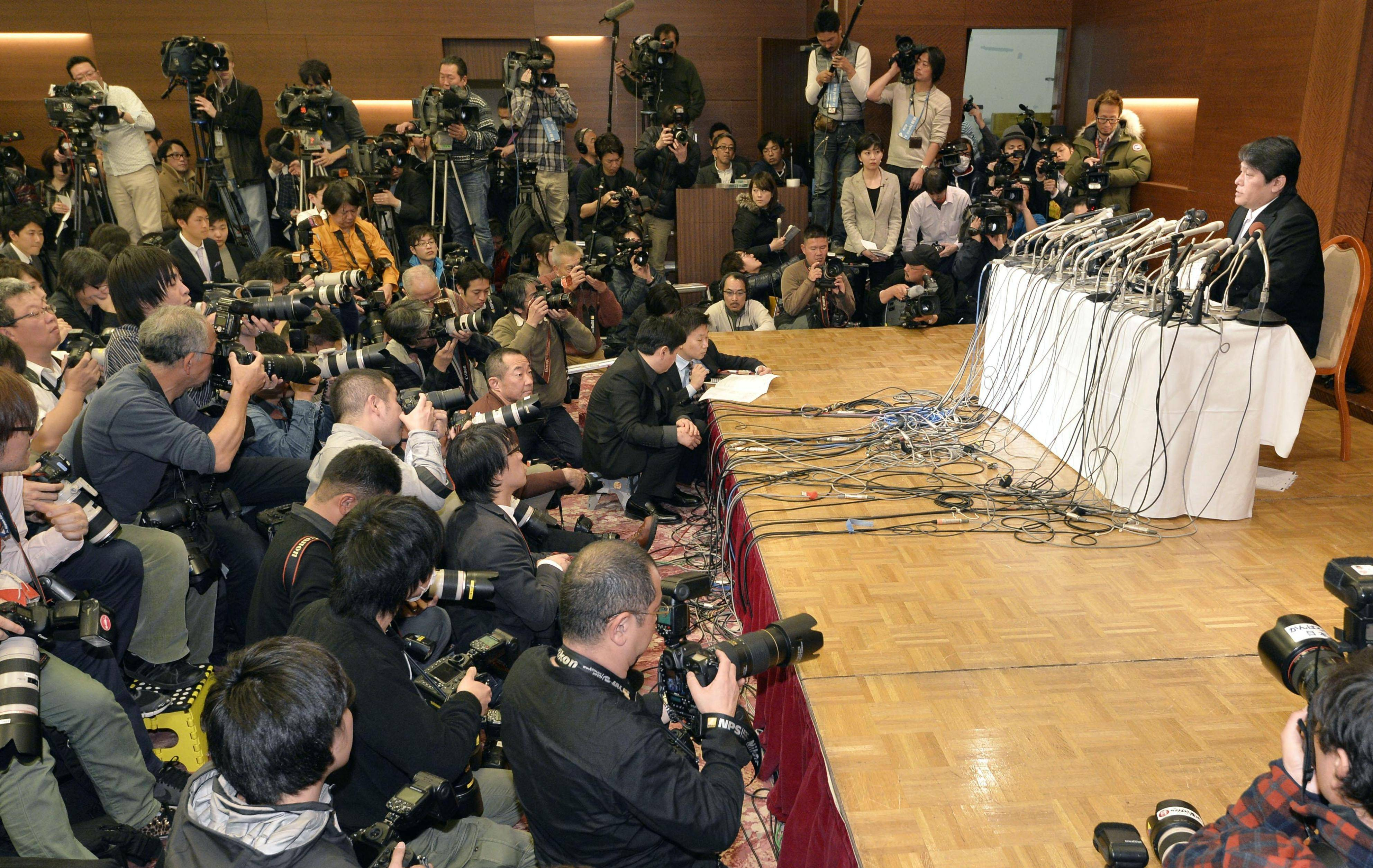 Mamoru Samuragochi, who has admitted to hiring a ghostwriter for his classical music pieces, speaks to the media at a Tokyo hotel Friday. | KYODO