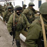 At Ukrainian base, standoff with pro-Russian force turns into circus