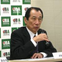Changes in the works: (From left) Yasuhiko Fukatsu, the Japan Basketball Association's acting president, and Mitsuru Maruo, JBA vice president, speak at a news conference in Tokyo on Saturday to provide basic details of a new pro basketball league for the 2016-17 season.   KAZ NAGATSUKA