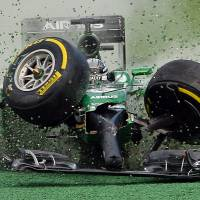 Disintegration: Kamui Kobayashi veers off the track in his Caterham-Renault at the start of the Australian Grand Prix in Melbourne on Sunday. | AFP-JIJI