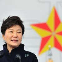 South Korea encouraged by Abe vow to leave sex slave apology alone