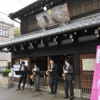 Spring music: A saxophone quartet performs in front of the former Yoshidaya Liquor Shop near Ueno Park | RIKIMARU HOTTA