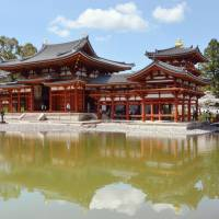 Visitors head to view the renewed Phoenix Hall at Byodoin Temple in the city of Uji, Kyoto Prefecture, on Thursday. | KYODO