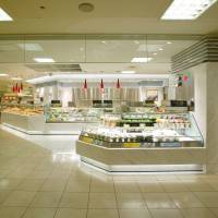 Varied menu: The counters at depachika (department-store basements) offer a diverse selection of Japanese and international dishes. | ROCK FIELD CO.