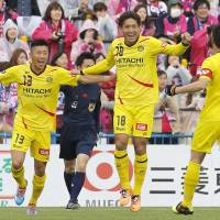 Substance over style: Reysol's Junya Tanaka (18) celebrates his goal with teammate Kaoru Takayama on Sunday. | KYODO