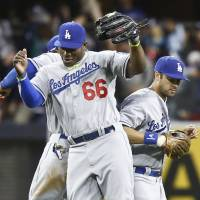 Puig crushes homer to help lift Dodgers