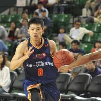 Distraction: Akitomo Takeno (8) and his Rizing Fukuoka teammates have won 14 of their past 20 games. The team's president was arrested Saturday for suspected embezzlement. | YOSHIAKI MIURA
