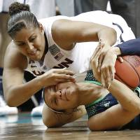 UConn turns first final between unbeaten teams into rout