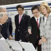 U.S. Ambassador to Japan Caroline Kennedy learns about magnetically levitated trains in Tsuru, Yamanashi Prefecture, on Saturday. | KYODO