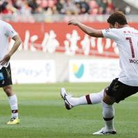 To the top: Kobe's Jung Woo-young takes a free kick on Saturday. | KYODO
