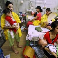 Mothers whose children are suffering from measles are treated at a state-run hospital in Hanoi on Thursday. According to a new study released in Britain this week, adults can suffer the social, physical and mental health effects of childhood bullying nearly 40 years later.   AFP-JIJI