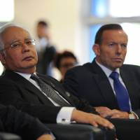 Malaysian Prime Minister Najib Razak (left) and Australian Prime Minister Tony Abbott attend a briefing on the search for missing Malaysia Airlines Flight MH370 at Pearce air base in Bullsbrook, north of Perth, on Thursday. | AFP-JIJI