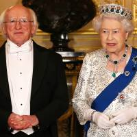 Irish President Michael D. Higgins and Britain's Queen Elizabeth II pose for a photograph ahead of a state banquet during the Irish president's state visit in Windsor on Tuesday. | AFP-JIJI
