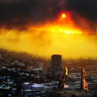 A massive fire burns in Valparaiso, Chile, on Saturday. Authorities said the blaze had destroyed 500 homes and forced the evacuation of 3,000 people. |  AFP-JIJI