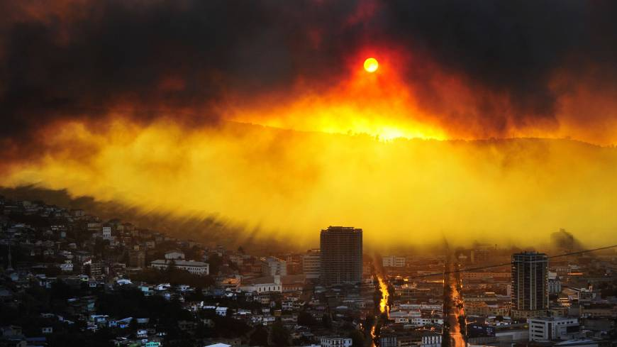 A massive fire burns in Valparaiso, Chile, on Saturday. Authorities said the blaze had destroyed 500 homes and forced the evacuation of 3,000 people.