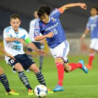 Up and running: Yokohama F. Marinos' Shunsuke Nakamura takes on the Melbourne Victory defense during Marinos' 3-2 win on Wednesday night. | AFP-JIJI