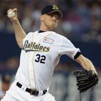 Hot stuff: Orix starting pitcher Brandon Dickson delivers against the Lions on Saturday. The Buffaloes won 4-1.   KYODO