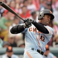 Powerful effort: The Giants' Leslie Anderson had four RBIs, including a seventh-inning home run, in Yomiuri's 11-5 win over the Hiroshima Carp on Saturday at Mazda Stadium. | KYODO
