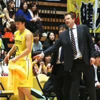 Playing for pride: Hitachi Sunrockers coach Tim Lewis' team won't advance to the playoffs, but he says his players have no trouble staying motivated. | KAZ NAGATSUKA
