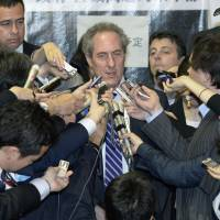 U.S. Trade Representative Michael Froman is surrounded by reporters in Tokyo on Wednesday, after talks with Akira Amari, Japan's minister in charge of the Trans-Pacific Partnership trade talks. | KYODO