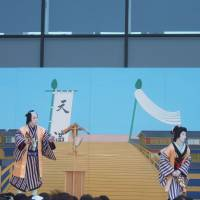 Past masters: The kabuki actors Onoe Matsuya (far left) and Nakamura Shichinosuke during their outdoor performance of 'Dango-Uri' ('The Dumpling Sellers') at Tokyo Skytree. | LINDSAY NELSON