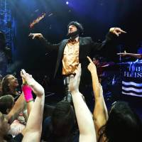 Macklemore apologizes for offensive costume