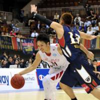 Highest honor: Toyama guard Masashi Joho, now in his ninth season, is the first Japanese ever to be named the bj-league's Most Valuable Player for the regular season. | YOSHIAKI MIURA