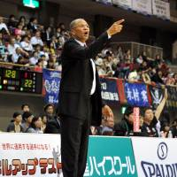 The winning formula: Grouses head coach Bob Nash, seen in this file photo from last May, has guided the team to 13 straight victories, including Sunday's 85-68 triumph. | YOSHIAKI MIURA
