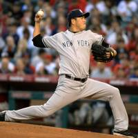 No decision: New York starter Hiroki Kuroda fires a pitch against Los Angeles on Wednesday night. The Yankees edged the Angels 4-3. | KYODO