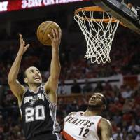 Parker leads way as Spurs take commanding 3-0 lead